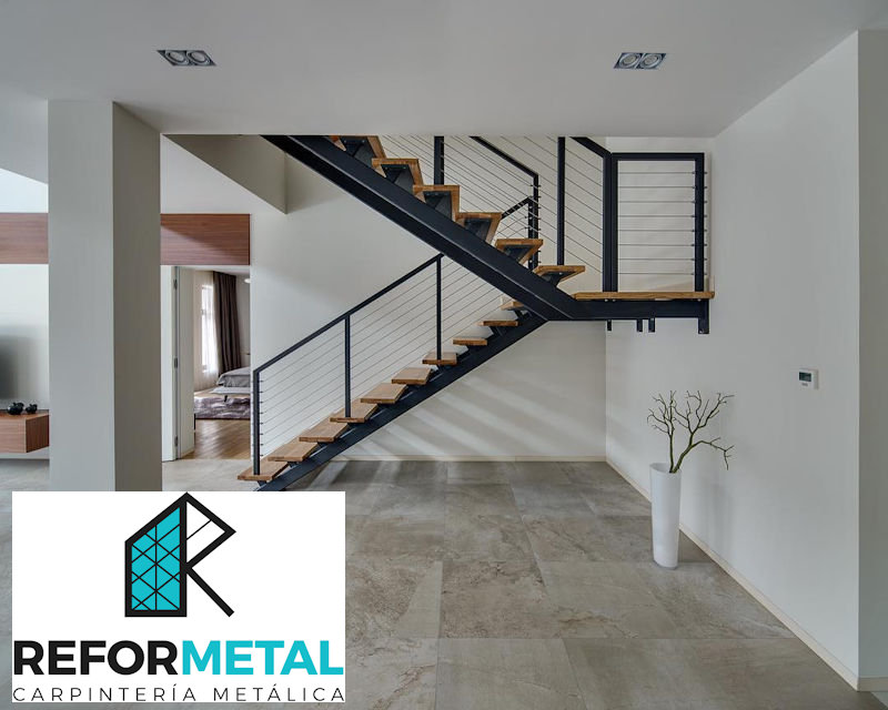Escaleras met licas a medida carpinteria met lica las palmas for Gradas metalicas para interiores